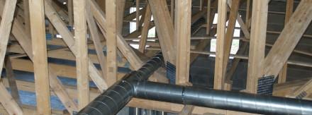 Installation de ventilation en chantier professionnel